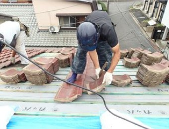 粘土瓦の工事風景