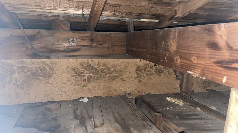 屋根裏 雨漏れ シミ