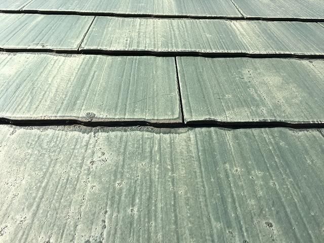 劣化したスレート屋根見本