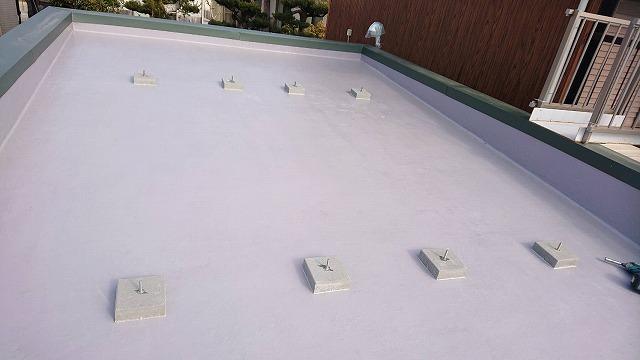 屋上に基礎ブロック取付