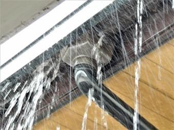 メンテナンス不足の雨樋イメージ