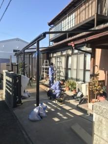 テラス屋根の施工中