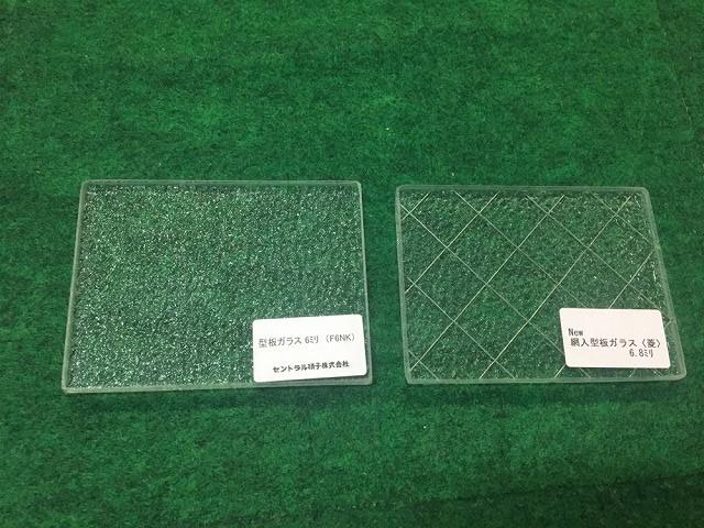 ワイヤー入り型ガラスと型ガラス