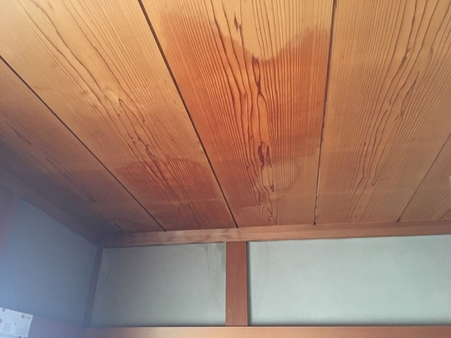 和室雨漏り天井雨シミ
