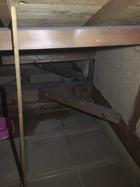 屋根裏雨漏り原因箇所確認
